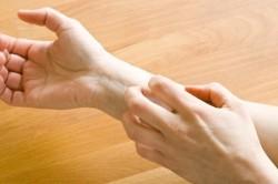 Появление зуда - симптом инфекции, сопутствующей лишаю