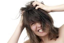 Зуд кожи головы - симптом грибка